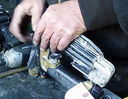 日立高圧ピン釘打機NP55HM修理:ピンが出ない
